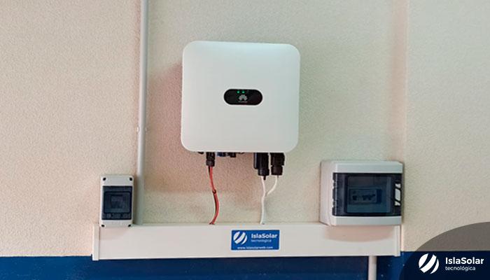 Inversor Huawei para placas solares en vivienda de Íscar (Valladolid)